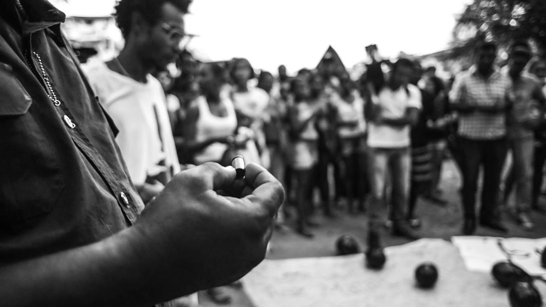 Cápsula .40, encontrada no chão do campinho. Foto: Rafael Bonifácio/Ponte Jornalismo