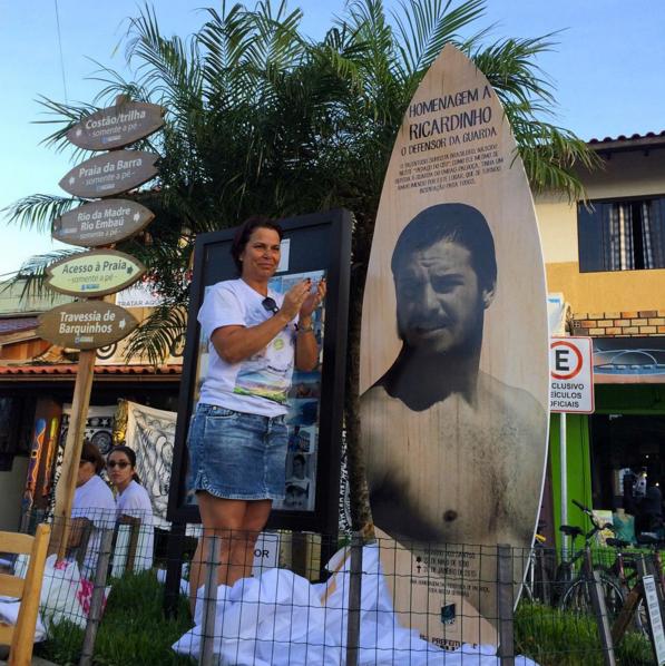 Placa inaugurada em 20/1 homenageia o surfista assassinado