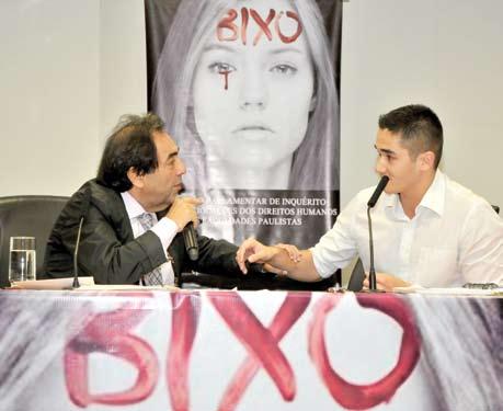 Adriano Diogo, presidente da CPI, interpela aluno Raphael Kaeriyama, da Atlética. Foto: Daniel Garcia/Revista Adusp