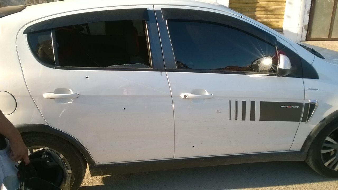 Carro com marca de balas