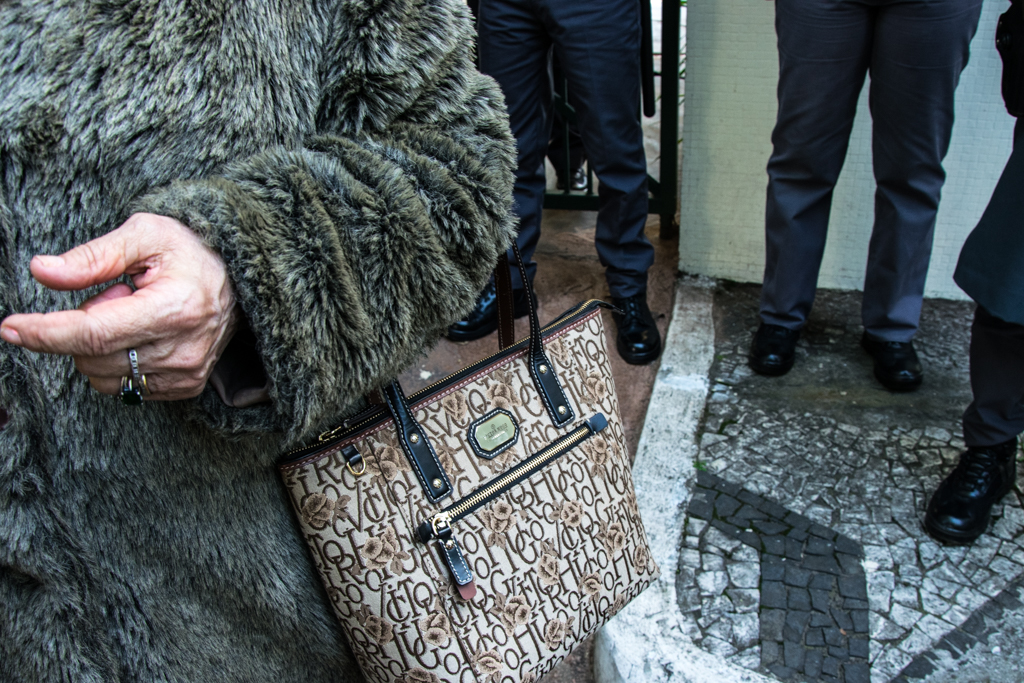 Bolsa de parapsicóloga que comemorou a morte de Ítalo  Foto: Daniel Arroyo/Ponte
