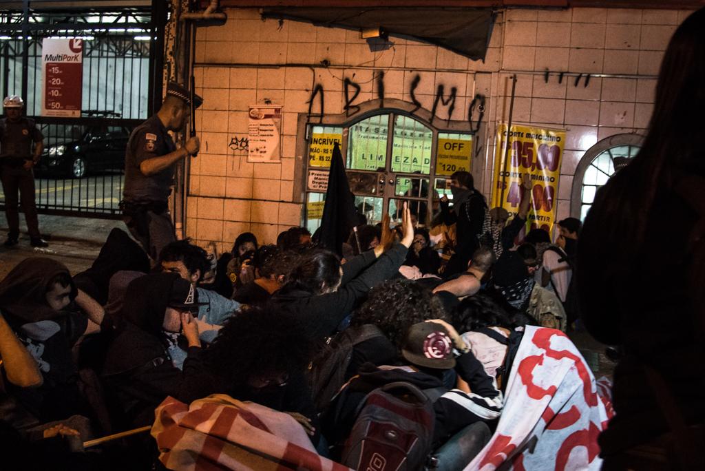 Protesto olimpíadas (11)