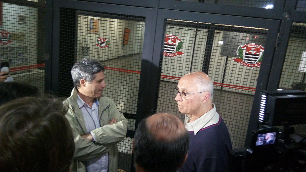 Deputado Paulo Teixeira e ex-senador Eduardo Suplicy, ambos do PT, no Deic
