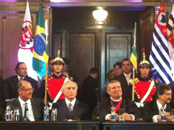 Ivan Sartori sentado à mesa com Michel Temer e Geraldo Alckmin em 7 de fevereiro de 2012 (Foto: Reprodução/Facebook)