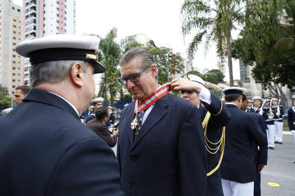 Desembargador Ivan Sartori é condecorado (Foto: Reprodução/Facebook)