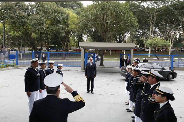 Sartori é homenageado com honrarias (Foto: Reprodução/Facebook)