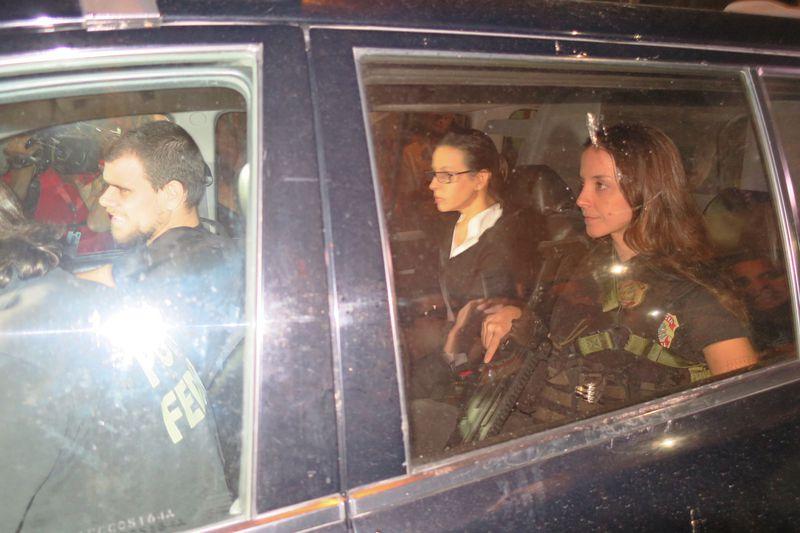 Rio de Janeiro - Adriana Ancelmo chega em sua casa, no Leblon, onde vai cumprir prisão domiciliar, após quase quatro meses presa em Bangu (Vladimir Platonow/Agência Brasil)