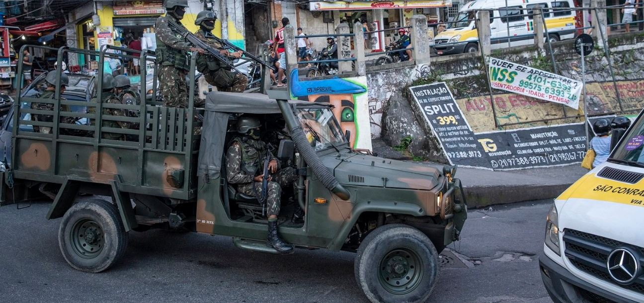 Justiça condena Estado a indenizar familiares de mulher assassinada em operação do Exército no Rio