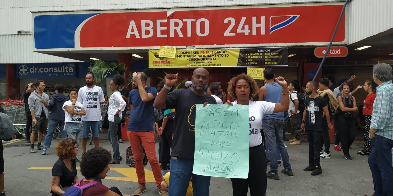c69d40304 Protesto encerrou em frente ao mercado