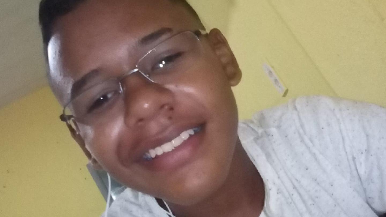 """Разгоняя """"подозрительное сборище"""" боевыми патронами, полиция убивает 14-летнего подростка в Форталезе (Бразилия)"""