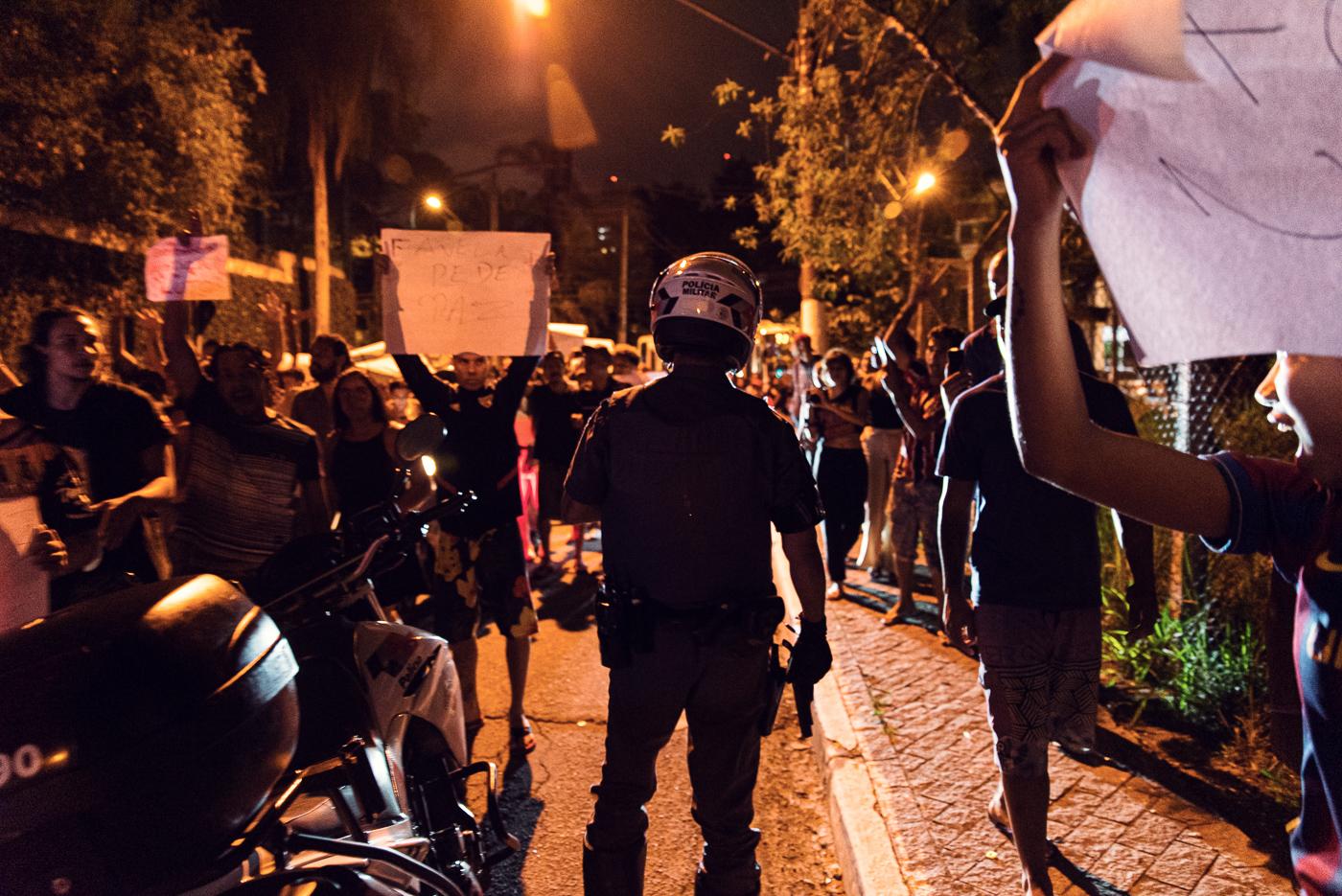 В Бразилии проходят протесты против действий полиции, которые привели к 9 смертям на фанк-фестивале